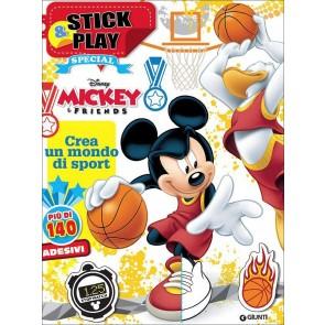 Mickey & friends. Crea un mondo di sport. Stick & play. Con adesivi. Ediz. illustrata